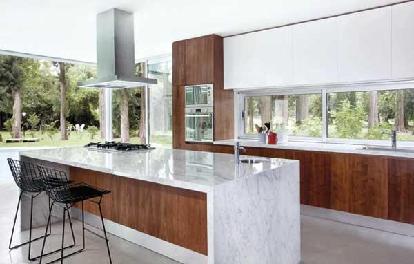 Cocinas con islas de marmol images for Marmol de carrara para cocinas
