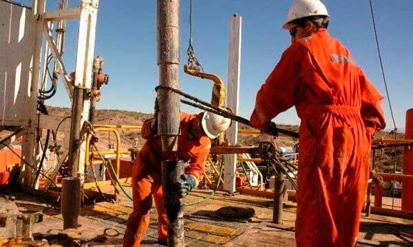 petroleros-en-pozo